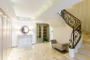 Oak staircase with shining marbles